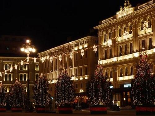 capodanno trieste in piazza in centro storico foto